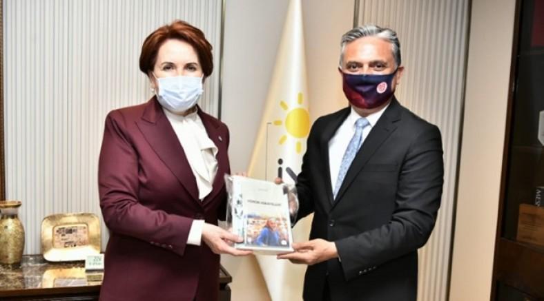 CHP'li başkan Uysal'a büyük ilgi! Akşener'den Muratpaşa'ya tam not